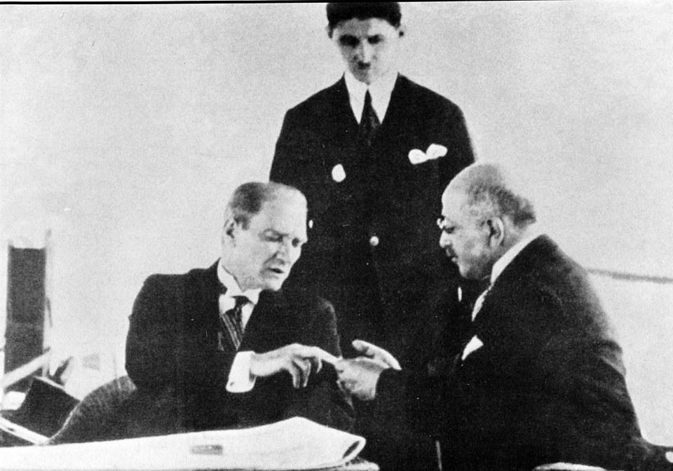 Atatürk Adana'da sıtma testi yaptırıyor