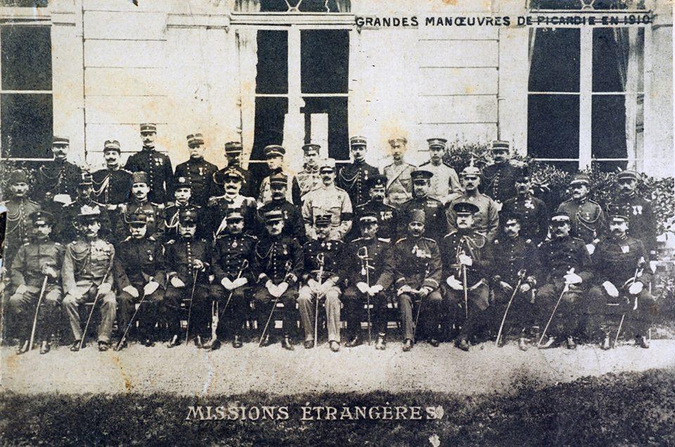 Daha genç bir subayken Fransa'da yapılan büyük Picardi Manevrasını izlemeye çağrılmıştı (1910)... Orta sırada sol başta... Askeri konulardas hem teorik, hem de pratik anlamda donanımlıydı...